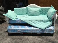 BEAUTIFUL RATTAN DAY BED WITH TRUNDLE / NICE!!!