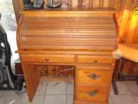 Beautiful wood roll top desk in great condition.