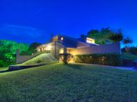 Beautiful sanctuary on 243' of Guadalupe river offers