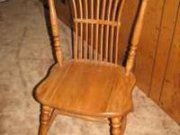 gorgeous solid Oak chair In excellent condition, this
