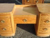 BEAUTIFUL VANITY W/MIRROR BACK Great Vanity For That