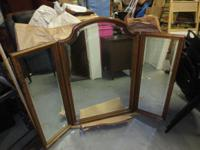 This is a beautiful Ethan Allen Tri-Fold Mirror. Ethan