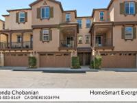 Gorgeous townhome, centrally located with great freeway