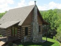 Beautifully maintained rustic log cabin!Small and