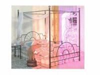 Type:FurnitureType:Queen size canopy bedQueen canopy