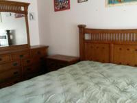 Type:FurnitureType:Antiques King size bed + dresser +