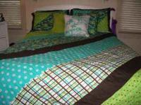 CUTE BED SET. SIZE IS QUEEN. COMES WITH 2 PILLOW CASES,