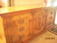 Bedroom furniture consisting of: Dresserw/mirror,