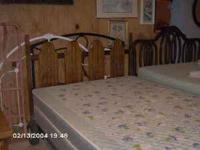This is a nice 4 Piece Bedroom Set in Oak Finish, in