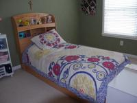 Twin bed (without mattress) with 2 storage drawers,