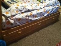 GREAT CONDiTiON,TWiN SiZE OAK COLOR BEDROOM SET W/