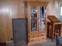 Really good light oak cabinet has adjustable racks and