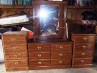 Nice dressers! Two smaller dressers with 4drawers and