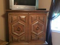 QUEEN SIZE - ANTIQUE BEDROOM SET - INCLUDES BED FRAME,