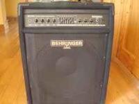 like new 300 watt 2 channel bass combo amp with 1x15
