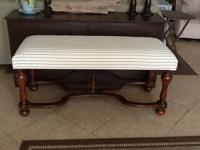 I am selling a gorgeous bench that is ideal for