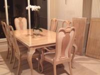 Bernhardt Dining Set. Excellent condition. Table with