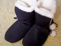 Black slippers with fuzzy warm lining from Beverly