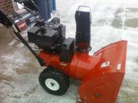 TORO SNOWBLOWER, 824 Powershift, Electric Start ***