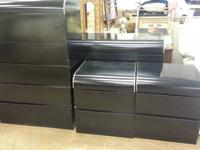 "Black and Gold Trim Bedroom Set 5 Drawer Chester - 46""H"