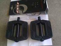 Brand new 9/16 felt black flat cruiser bicycle pedals.