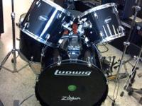 Very clean Ludwig Accent Drum set. 5pc with hardware.