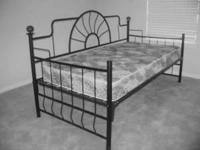 Unique WAGON WHEEL designed BLACK METAL DAYBED Daybed