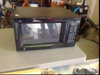 GE 1.4 cubic foot microwave. Like new, please call if