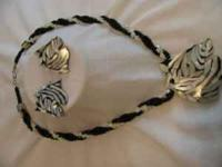 "25"" twisted black/white beaded necklace with zebra"