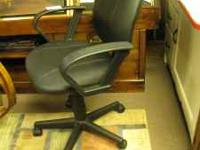 Nice computor chair. Leather in good condition, hard