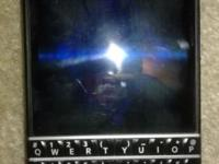 Used and in great condition black blackberry Q10 *(Not