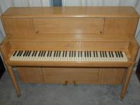 STEINWAY CONSOLE UPRIGHT PIANO, BLONDE, 40?. This