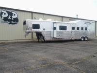 Beautiful 4 Horse Bloomer with spacious Trail Boss