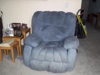 Type: Living RoomType: ReclinerVery comfy blue
