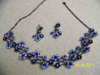 Beautiful two-tone blue necklace with earrings to