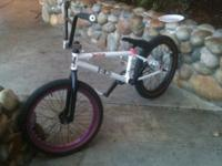 Im selling just the frame, its a mirraco 2012 frame,