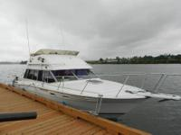 28 foot Bayliner Contessa. Year 1984. Sleeps six. Ten
