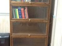 Bookcase in very good condition, oak with 4 glass