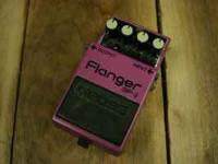With the classic BOSS BF-2 Flanger, a flanging effect