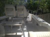 BOSTON WHALER OUTRAGE 19' WITH MANY OPTIONS COMBING
