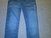 Front and back of jeans pictured, EUC, no rip, no