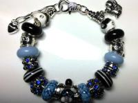 Extremely adorable cat bracelet with mareno glass beads