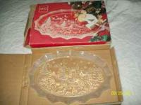 Very nice christmas plate still brand new in box...