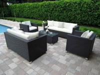 Selling a modern set of outdoor patio furniture.
