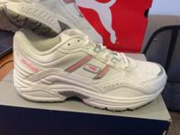 Cloth/Shoes/Accessories:Women Reebok size 9 new in box