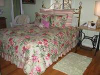 Beautiful queen brass bed with mattress in excellent