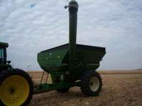 For sale is our Brent 472 grain cart. The cart is in