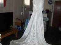 Beautiful wedding gown-size 12 full of lace and
