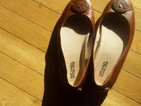 I'm selling my brown Michael Kors Fulton Flats. They're