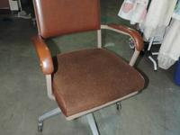 Brown Workplace Chair with cushion and 4 tires - Metal
